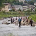 <釣り>待ちかねた釣り人2200人―狩野川アユ釣り、伊豆トップ切り解禁